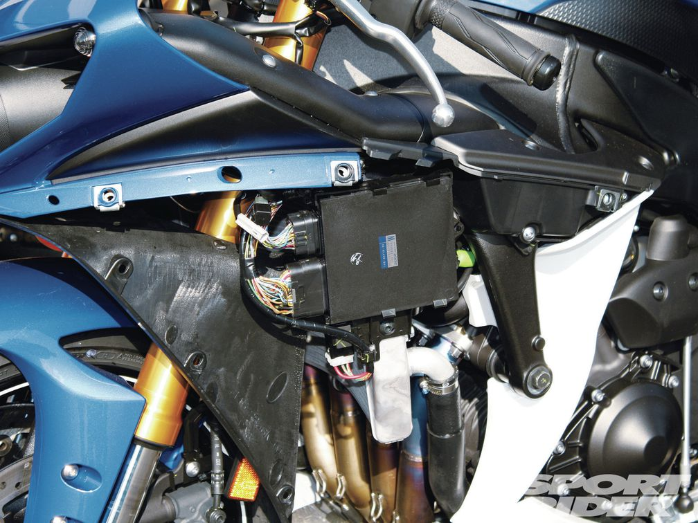Yamaha YZF-R1 Graves Exhaust, Power Commander V and ECUnleashed