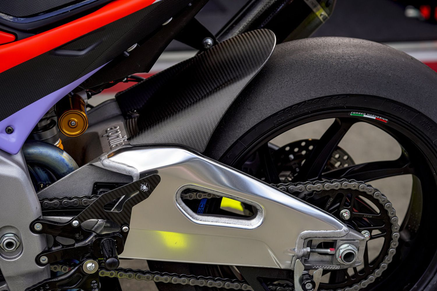 Look familiar? The RSV4 X chassis provides the foundation for the Tuono V4 X.