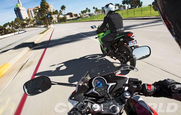 Kawasaki Ninja 250r Vs Honda Cbr250r Review Sportbike