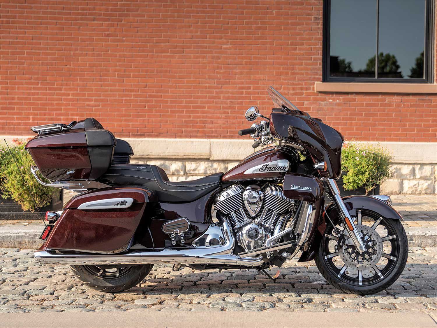 Also new for 2021 is the Roadmaster Limited, which debuts just above the Roadmaster Dark Horse with an MSRP of $30,749.