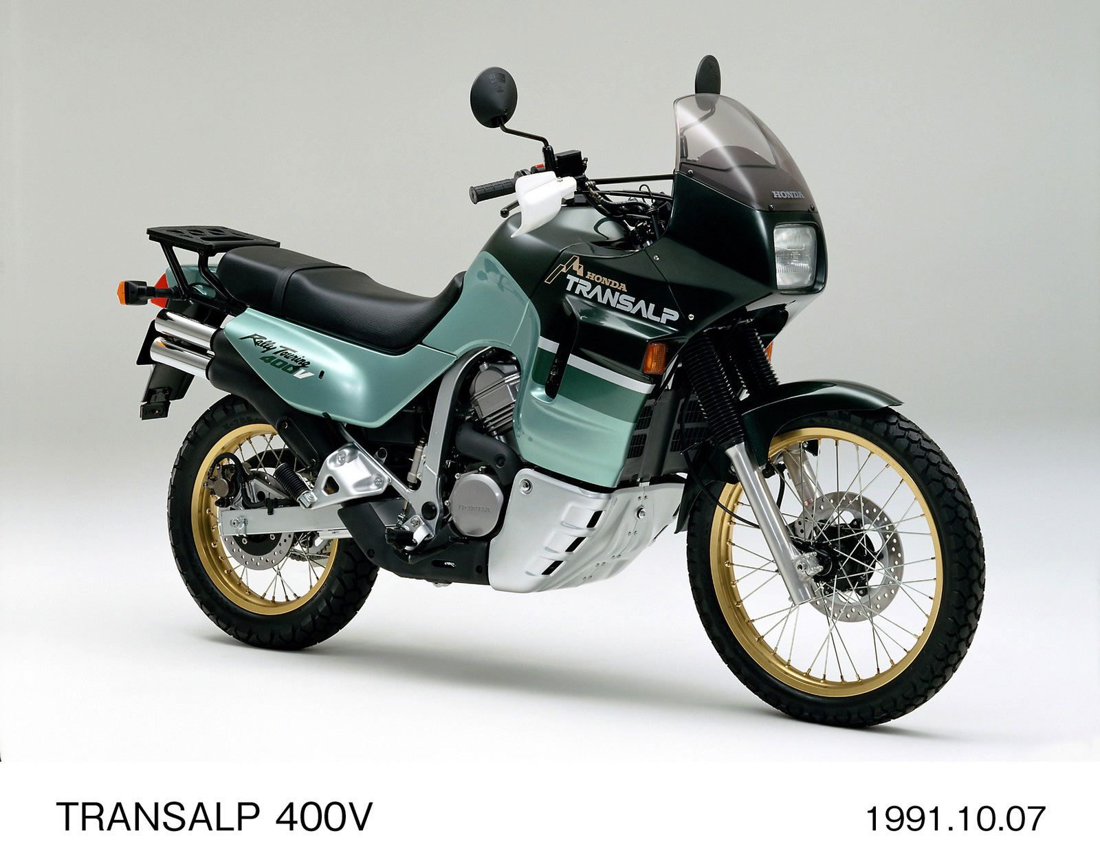 A 400cc version also appeared in several regional markets to meet licensing regulations.