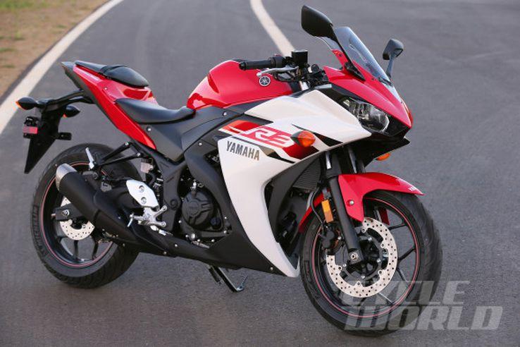 2015 Yamaha YZF-R3 static 3/4 view