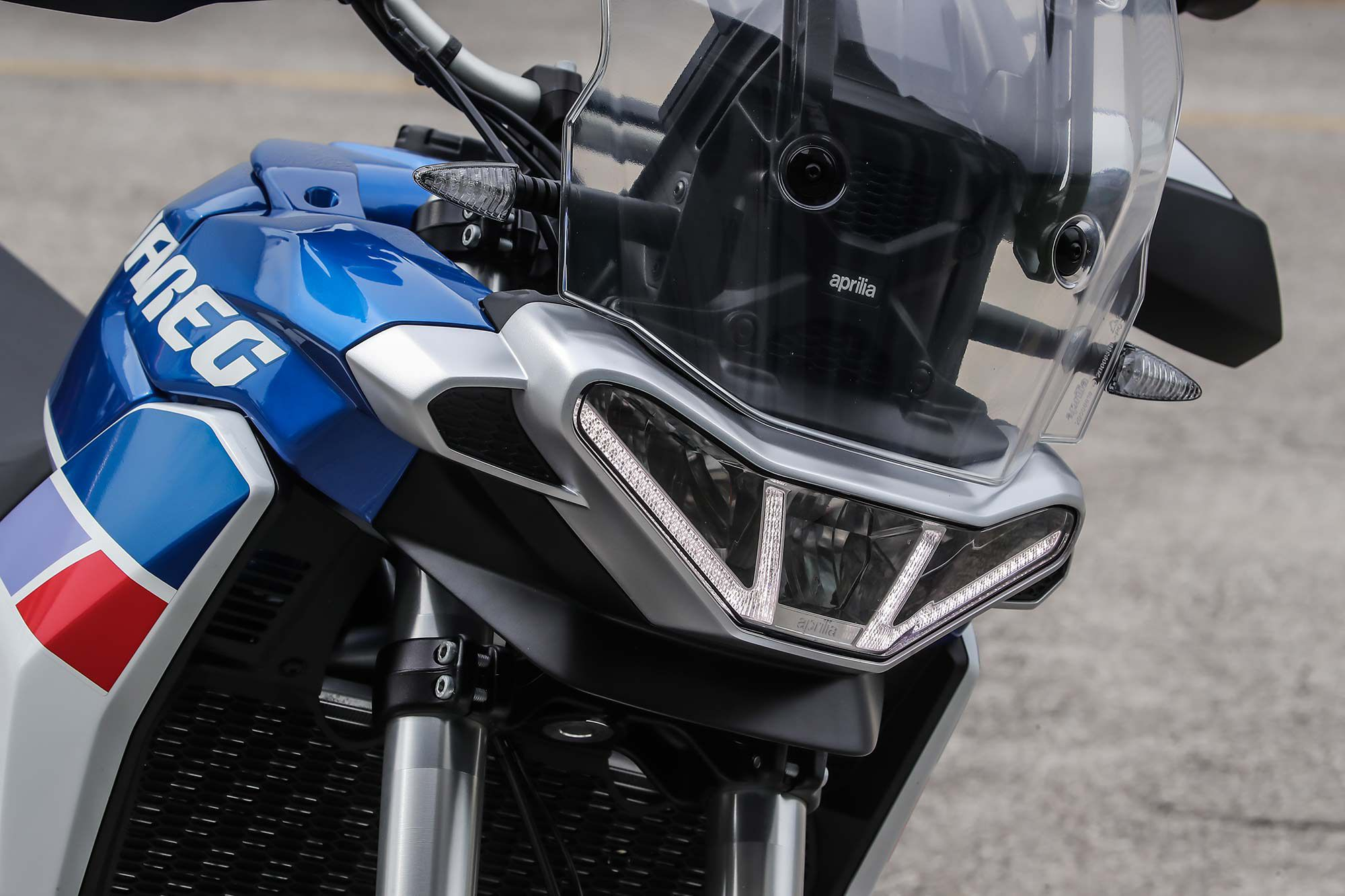 LED daytime running lights surround the three LED headlights at the front of the Tuareg.