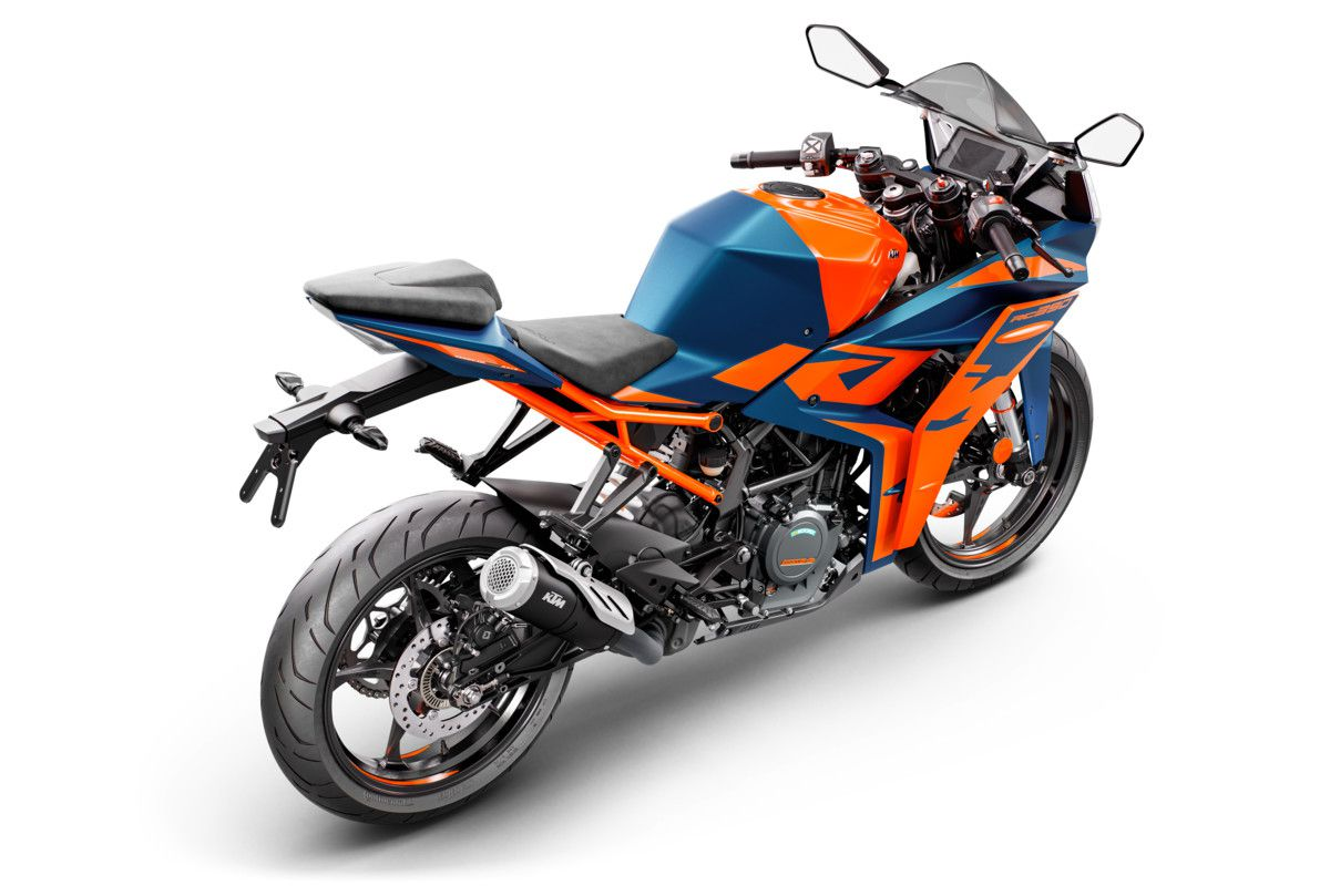 The frame is more than 3 pounds lighter than before, with a redesigned subframe and slimmer tail helping to trim mass further.