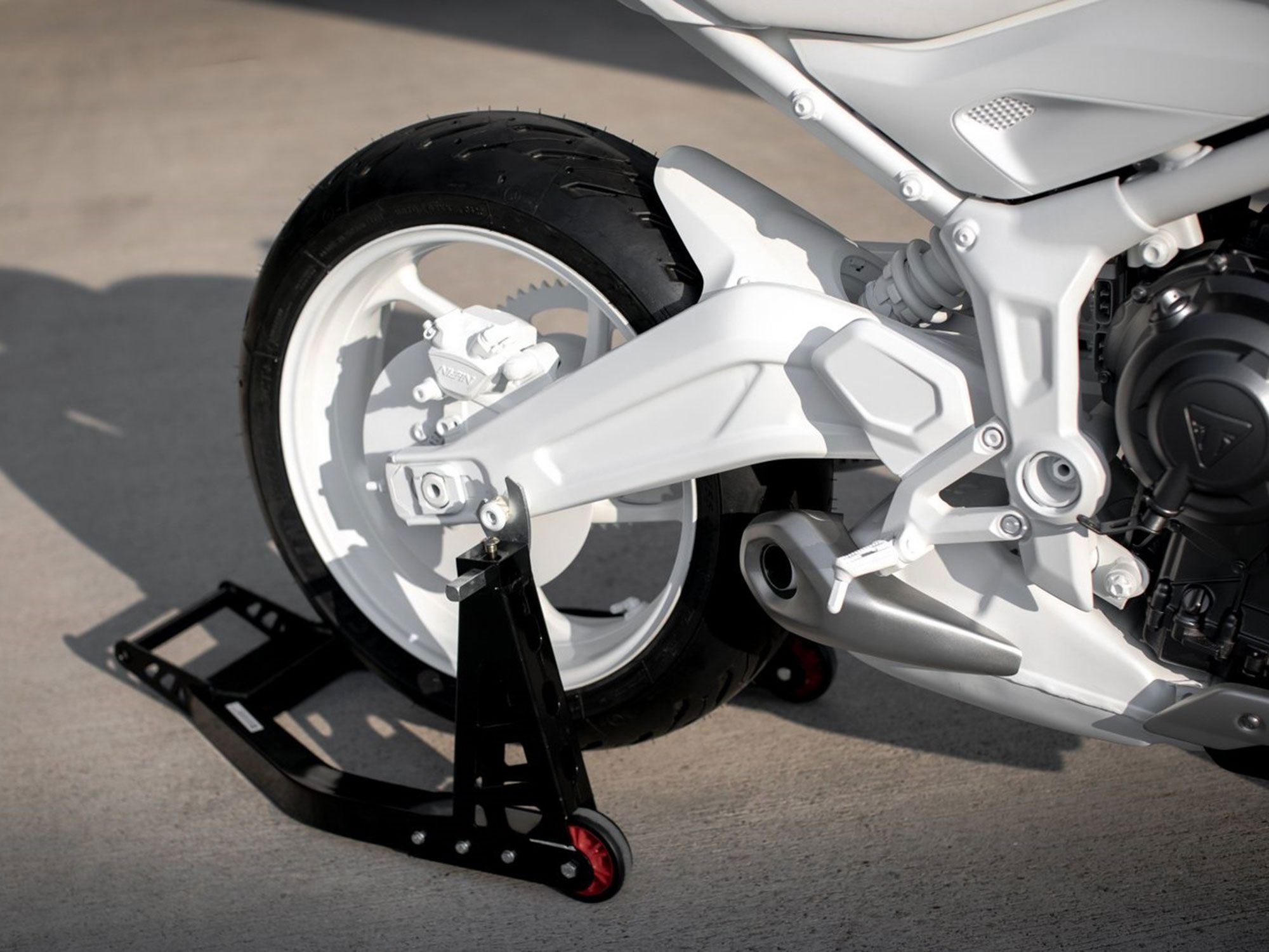 Triumph aims to keep price low by using an all-new steel tube frame that's easy to mass-produce. The swingarm here is aluminum however.
