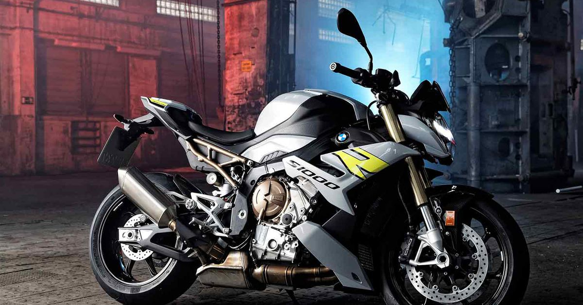 2021 BMW S 1000 R First Look