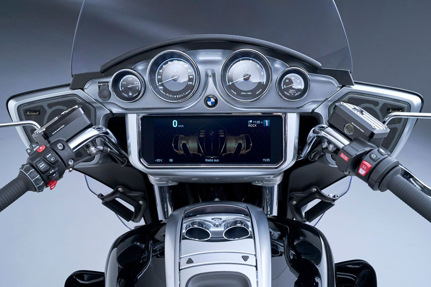 This large 10.25-inch TFT display comes on the new R 18 Transcontinental and R 18 B, as well as four round analog gauges up top.