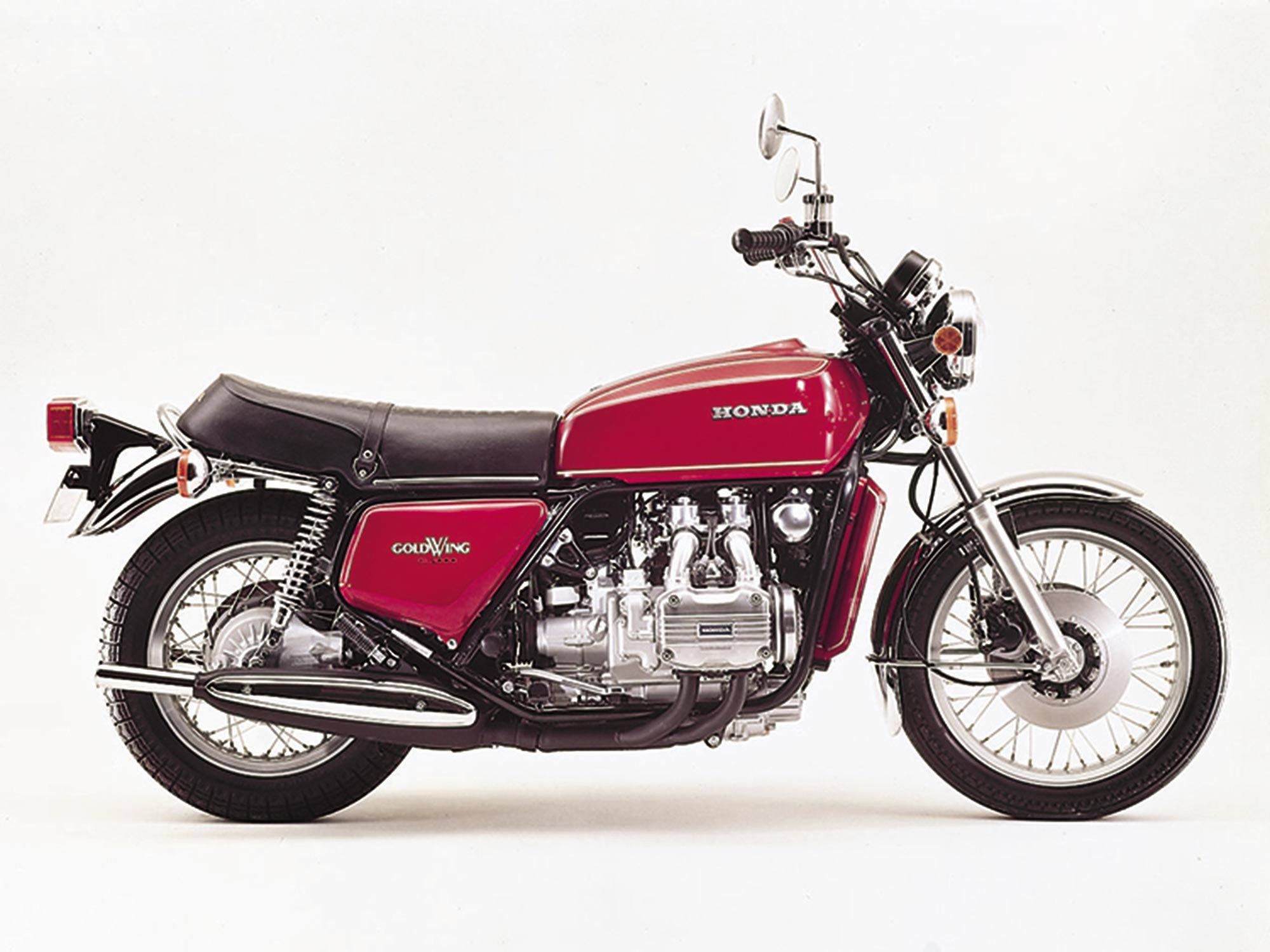 De plat-vier-aangedreven 1975 Honda Gold Wing GL1000.