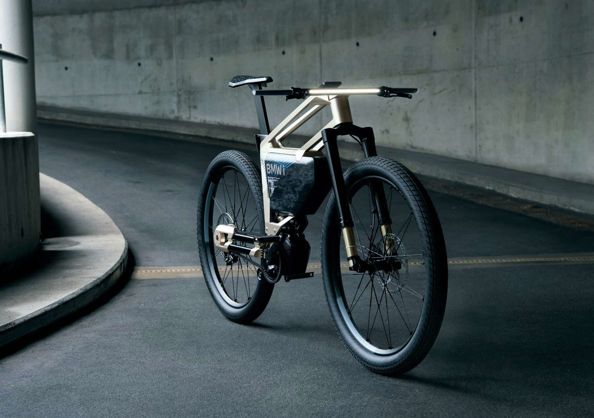 The i Vision Amby is the electric bicycle of the pair, featuring a modern frame with a huge battery pack and three drive modes. Claimed range is up to 186 miles, with a claimed top speed of 37 mph.