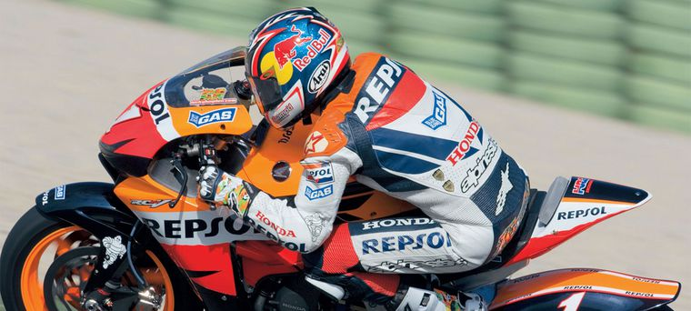 Nicky Hayden Won The World Title And Motogp Switched To 800s From
