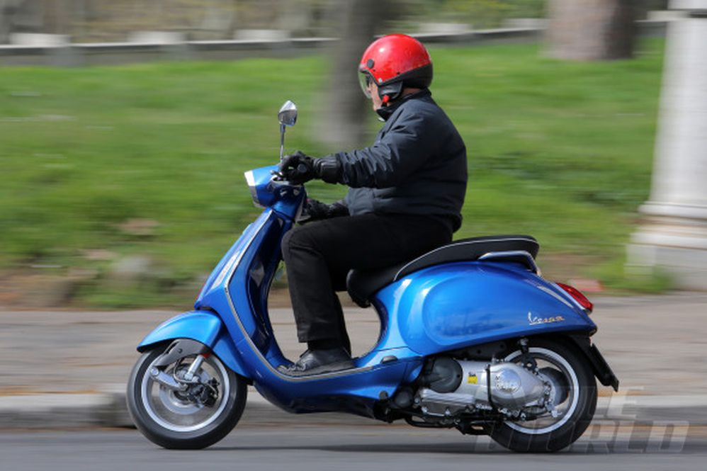 2015 Vespa Sprint Scooter- First Ride Review- Photos- Price