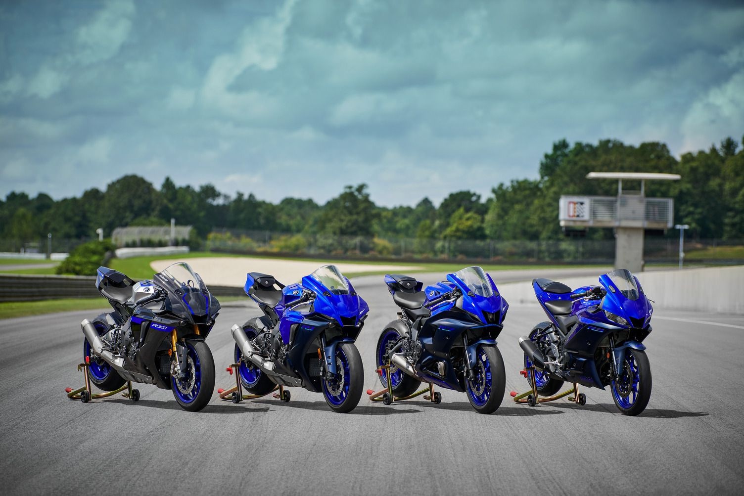The R1, R7, and R3 models also offer an updated Team Yamaha Blue color scheme for 2022 (pay no attention to the R1M on the left).