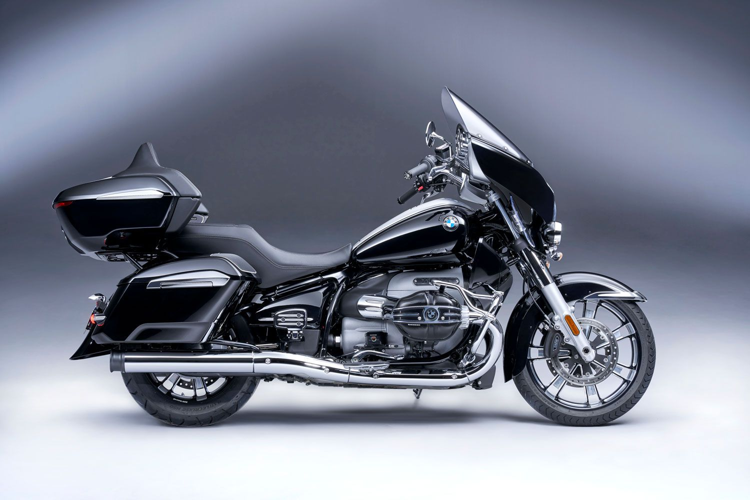 With the 2022 BMW R 18 Transcontinental, BMW continues to move in on what has traditionally been Harley country.