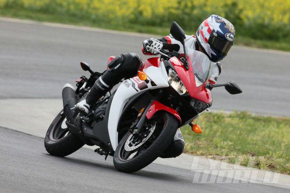 2015 Yamaha YZF-R3 cornering track action