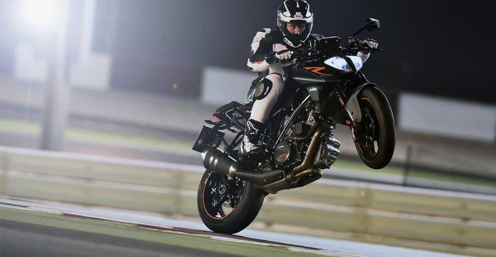 2017 KTM 1290 Super Duke R - FIRST RIDE REVIEW | Cycle World