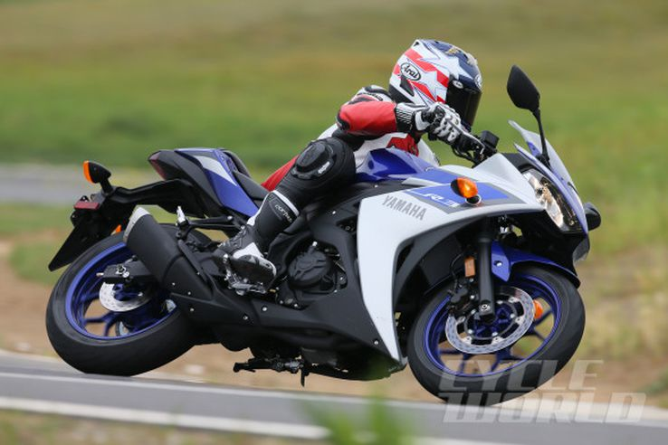 2015 Yamaha YZF-R3 track action