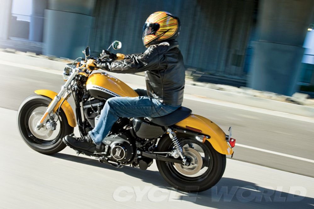Harley-Davidson XL1200C Sportster 1200 Custom- Middleweight