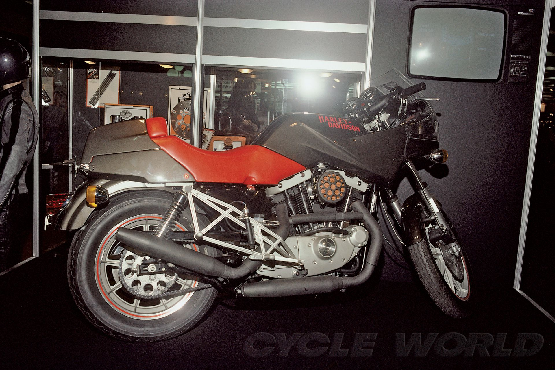 Harley-Davidson went big at the 1985 Cologne Show with this ahead-of-its-time Café Racer concept.