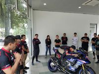 Eziah Davis at Sepang school demonstrating tucking on a motorcycle