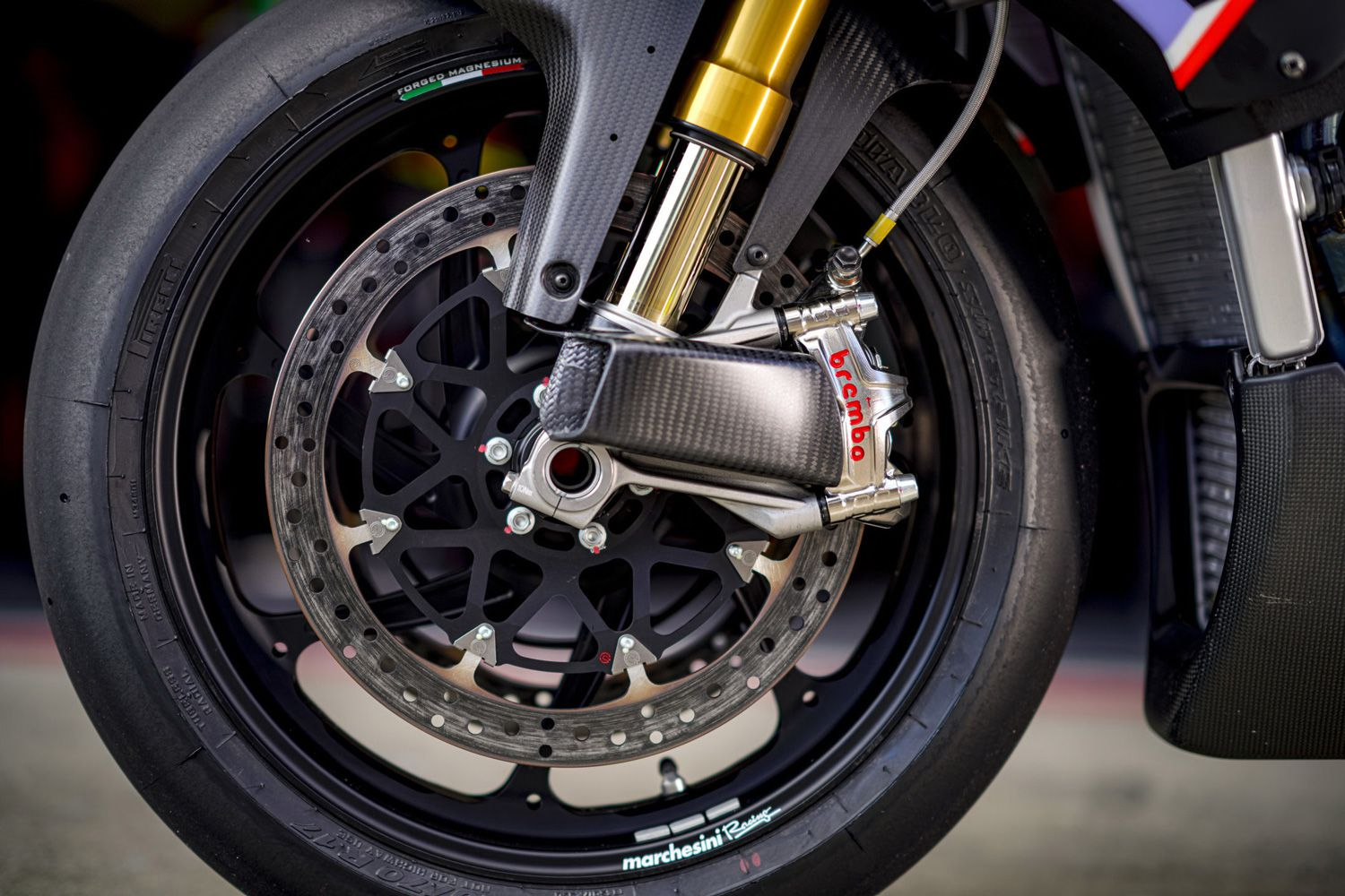 Top-shelf components dominate throughout. Forged Marchesini wheels and Brembo brakes with GP4-MS calipers mimic those on the RSV4 X model.